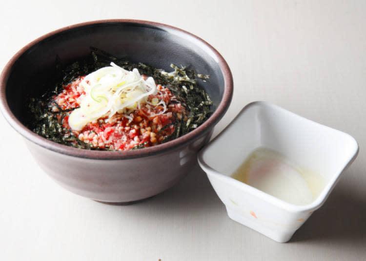 ▲「中碗.蔥花生牛丼(牛トロ丼)」及「半熟蛋(半熟たまご)」