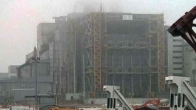 Workers begin building new shelter for Chernobyl reactor