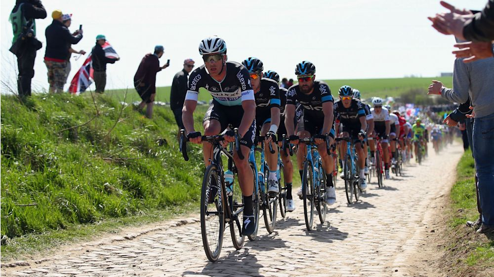 Cobbles, Alpe D'Huez and new climbs await 2018 Tour de France