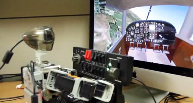 Bitte jetzt das Herz anschnallen: Roboter im Flugsimulator (Video-ooooh)