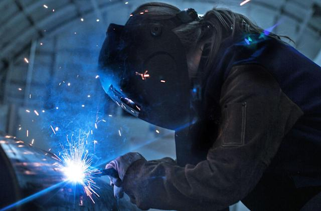 Hyperloop company begins building its first passenger pod