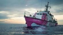 """Imbarcazione Louise Michel: """"C'è già una persona morta sulla barca"""""""