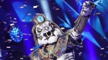 The tiger king's reign ends: Eliminated 'Masked Singer' White Tiger is NFL legend