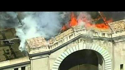Firefighters battle blaze on San Francisco ...