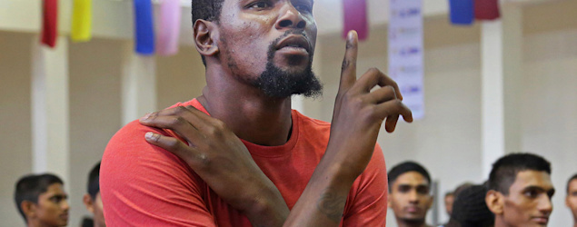 Why is a middle school teacher beefing with Kevin Durant? (AP)