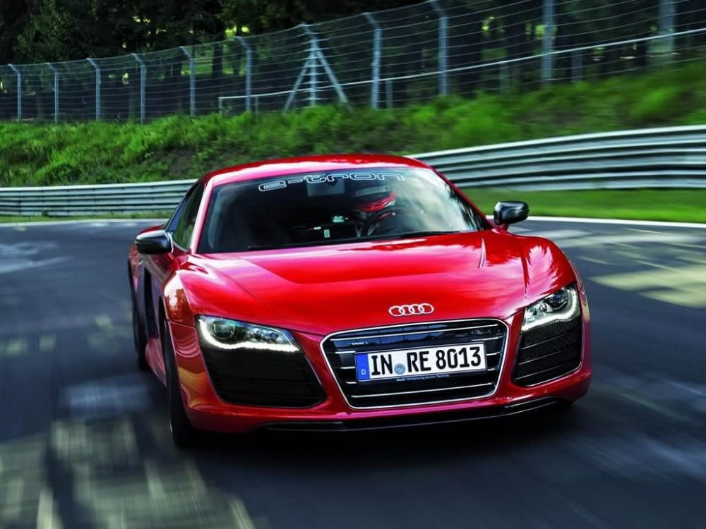 2009年Audi以旗艦超跑R8為原型打造出純電超跑R8 e-tron,並在Nürburgring賽道寫下最速電動車記錄(圖片來源:https://www.drivearabia.com/news/2012/07/02/audi-r8-e-tron-claims-fastest-electric-car-on-nurburgring-record/)