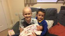 Garoto de 9 anos resiste ao câncer para ver irmã nascer e morre dias depois do parto