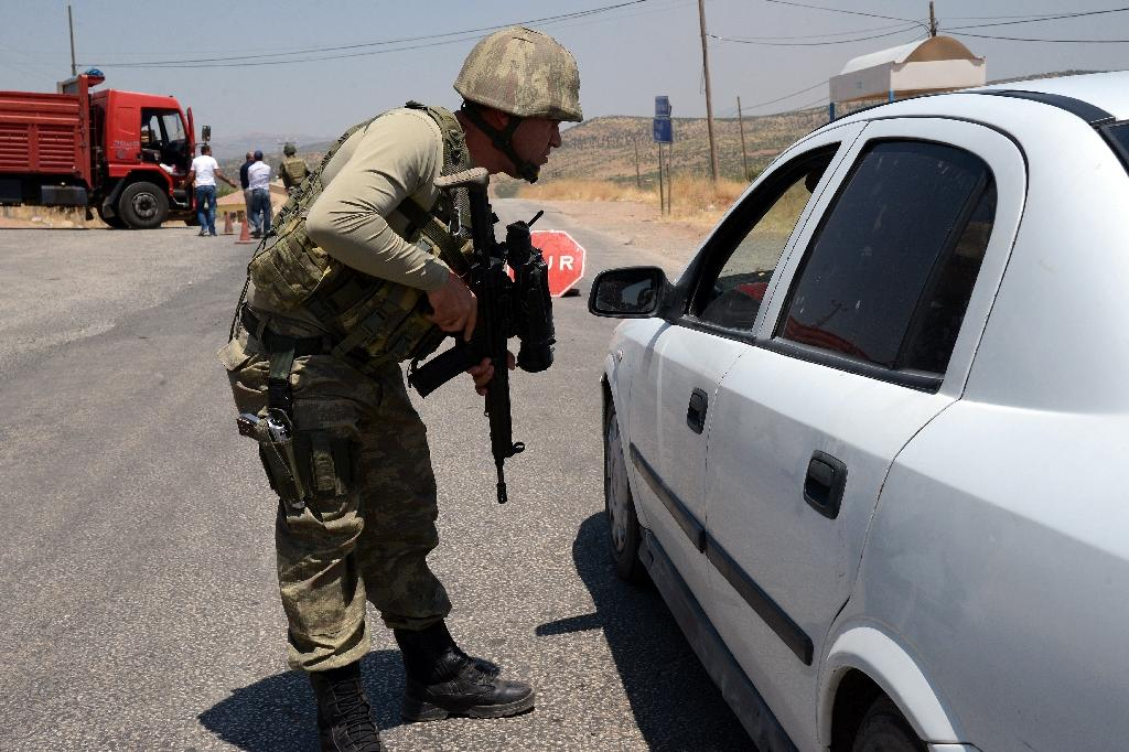 A Turkish soldier checks cars during a 2015 security operation in Diyarbakir (AFP Photo/ILYAS AKENGIN)