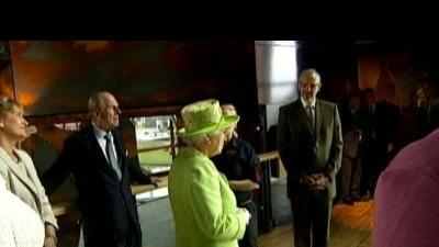 Queen visits Titanic exhibit following ...