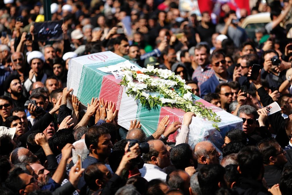 Iranians carry a coffin during a public funeral ceremony on September 24, 2018 for people killed during a weekend attack on a military parade in the southwestern Iranian city of Ahvaz (AFP Photo/ATTA KENARE)