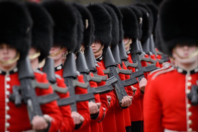 security beefed up at london royal guard posts