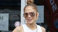 Jennifer Lopez sans maquillage et sans son brushing lisse, la star de 51 ans surprend ses fans