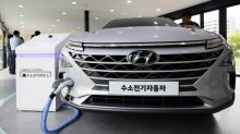 Hyundai Bolsters Electric Car Lineup to Narrow Gap With Rivals