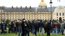 Pariser Gastwirte protestieren gegen verschärfte Corona-Auflagen