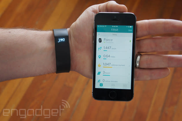 Government working with Fitbit to recall rash-inducing sportsbands