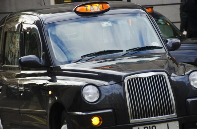 London taxis must accept contactless payments from October