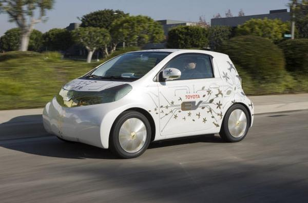 Video: Toyota unveils FT-EV concept, details plug-in Prius, you won't see either for awhile
