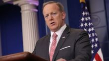Spicer defends White House policy on visitor logs