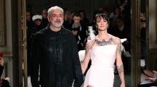 Asia Argento desfila en la Semana de la Moda de París