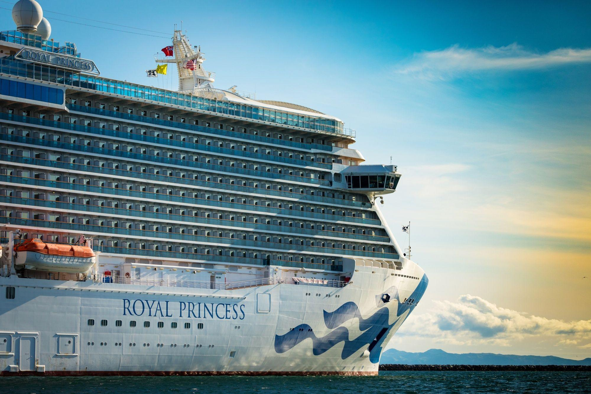 Carnival Cruise Bookings Surge Even With Fleet Sidelined  image