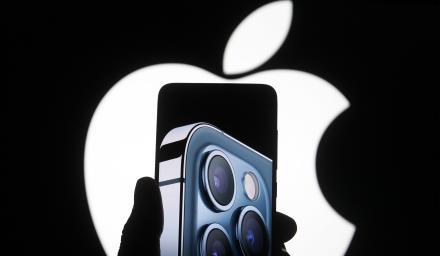 【Yahoo論壇/尼格爾】薪水先存了再花!克制「買最新款iPhone」的慾望,巴菲特這麼建議