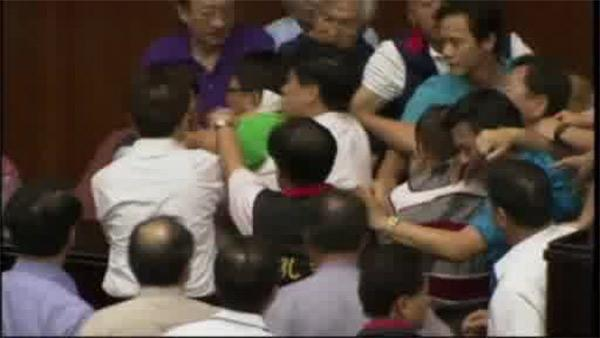 Taiwan lawmakers brawl over nuclear plant bill