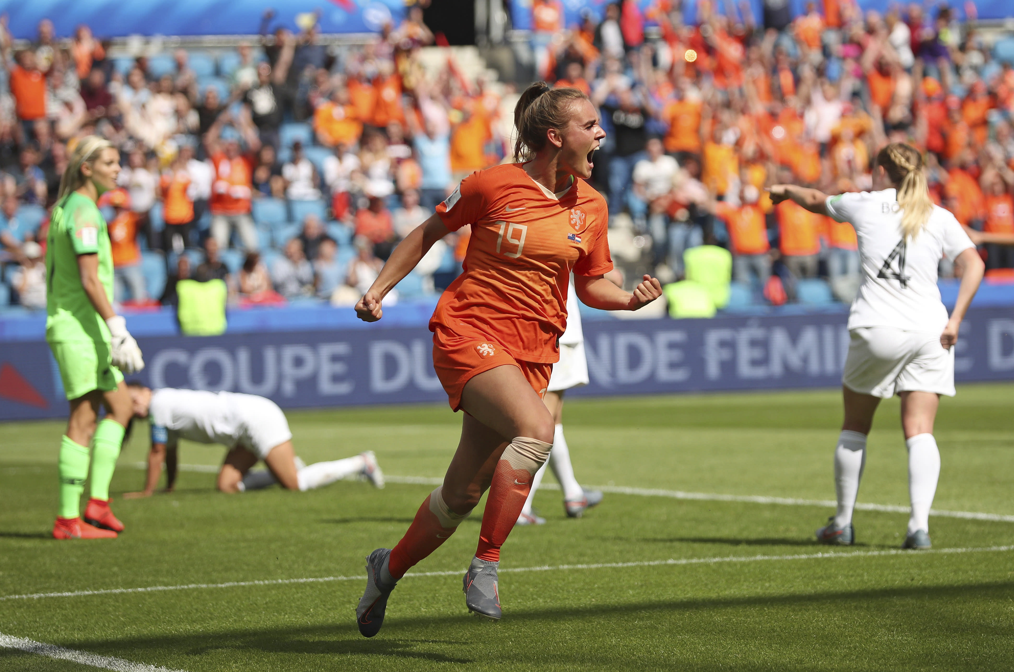 Netherlands bests New Zealand 1-0 on stoppage time goal