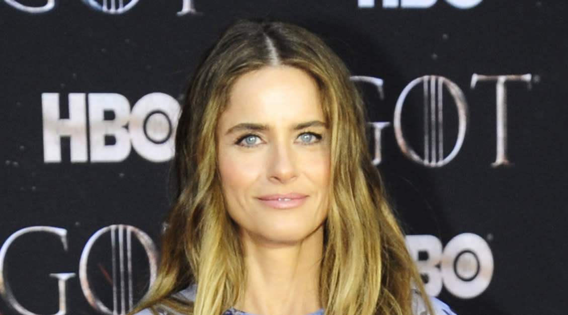 Amanda Peet Took a Page from the Meghan Markle Fashion Book