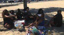 Com domingo de sol, pessoas ignoram as regras do uso de máscaras e praias ficam cheias no Rio