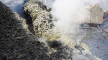 Huge fissures open on Hawaiian volcano, some defy evacuation order