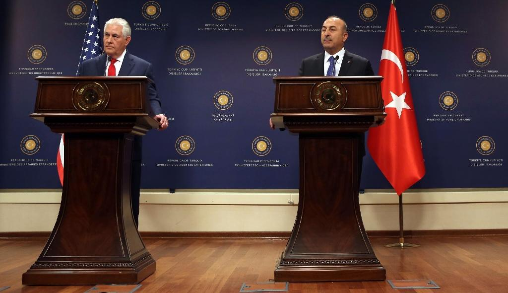 Turkey's Foreign Minister Mevlut Cavusoglu (R) and US Secretary of State Rex Tillerson give a joint press conference following a meeting on March 30, 2017 in Ankara (AFP Photo/ADEM ALTAN)