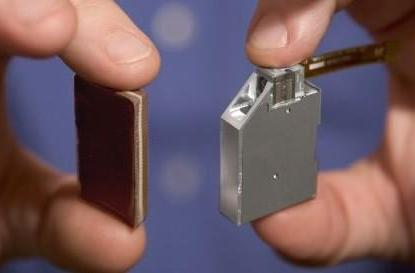 Microvision unveils tiny projector for mobile devices