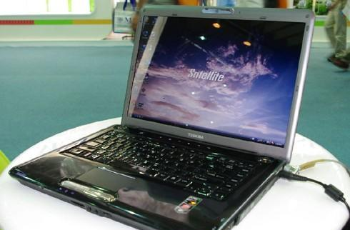 Puma-based Toshiba Satellite A305 benchmarked and photographed