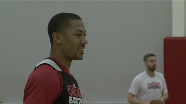 RAW: Derrick Rose practices with Bulls