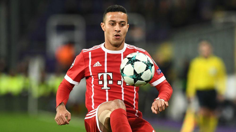 Thiago Alcântara sofre lesão e desfalcará o Bayern de Munique por dois meses