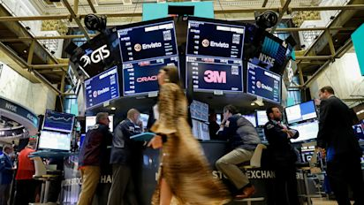 Stocks give up gains in last hour of trading