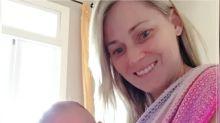 Mãe se recusa a usar fraldas em filha recém-nascida e faz treinamento para ensiná-la a ir ao banheiro