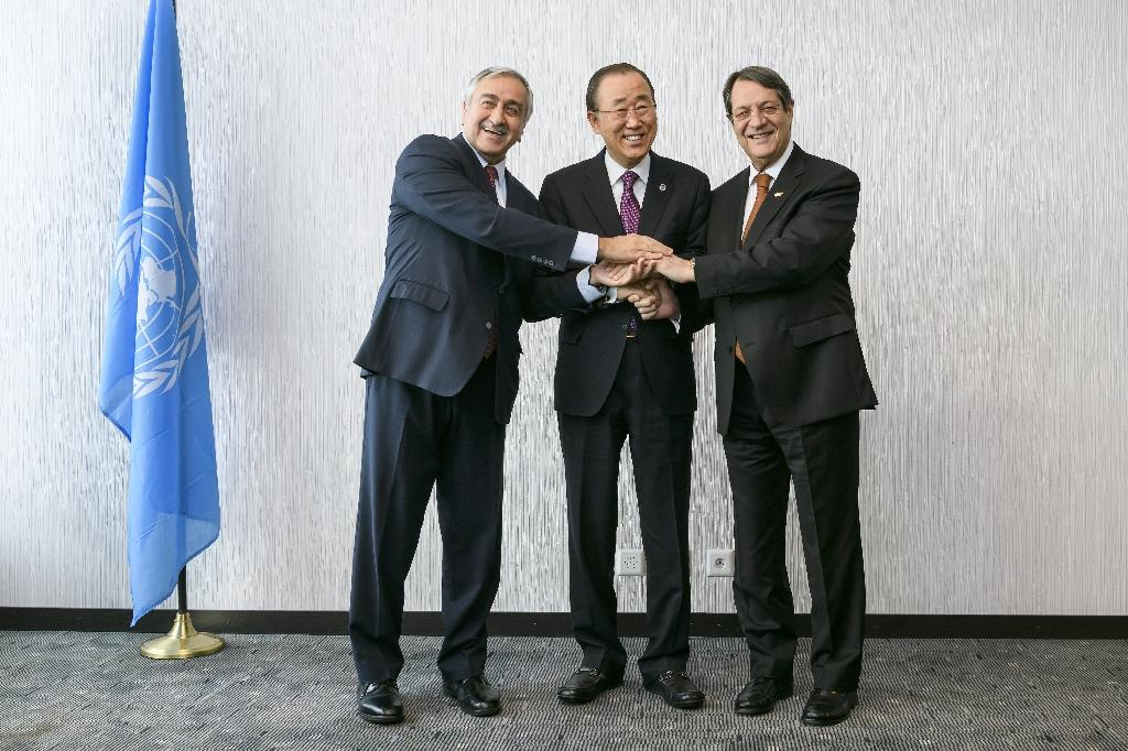 United Nations Secretary-General Ban Ki-Moon (C) poses with Turkish Cypriot leader Mustafa Akinci (L) and Greek Cypriot President Nicos Anastasiades on November 7, 2016 (AFP Photo/Fabrice Coffrini)