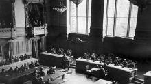 """Tumulte im Rathaus: """"Nazi-Lümmel"""" Fritz Becker muss den Saal verlassen"""