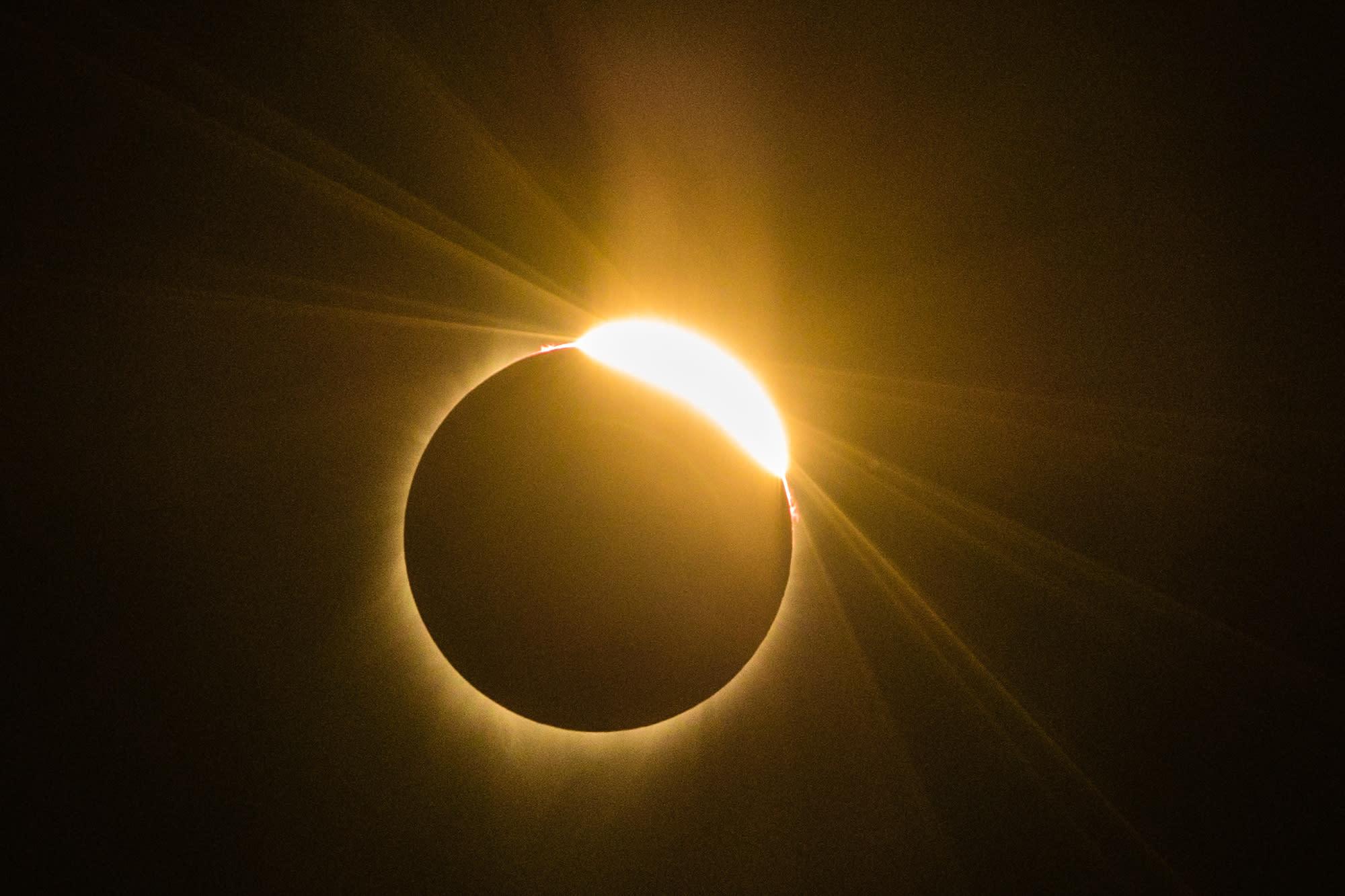 smithsonian solar eclipse - HD1360×910