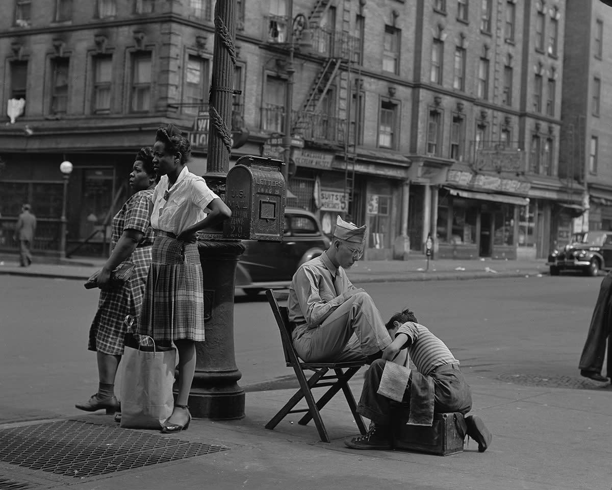 <p>Shoe shine, 125th Street, 1946. (© Todd Webb Archive) </p>