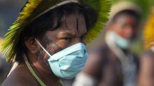 Veto de Bolsonaro a lei de proteção a indígenas foi pedido de Damares