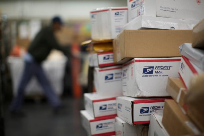 United States Postal Service (USPS) mail clerks sort packages at the Lincoln Park carriers annex in Chicago, November 29, 2012. The USPS, which relies on the sale of stamps and other products rather than taxpayer dollars, has been grappling for years with high costs and tumbling mail volumes as consumers communicate more online.  REUTERS/John Gress (UNITED STATES - Tags: BUSINESS SOCIETY EMPLOYMENT)
