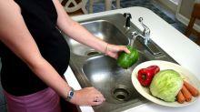 Comer poca fruta y mucha comida rápida hace más difícil quedarse embarazada