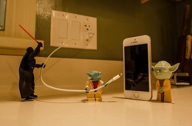Flickr Find: Menacing Darth Vader threatens to sever Yoda's powerful iPhone ties