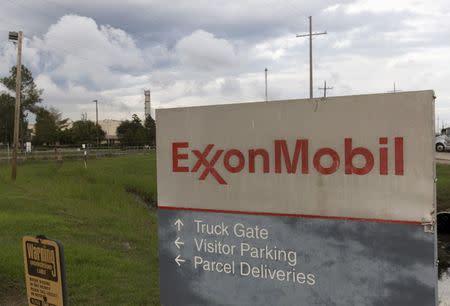 Exxon Mobil must allow climate change vote: SEC