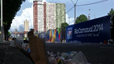 Street Cleaner's Strike Leaves Rio a Mess