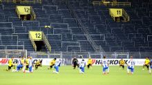 Soccer: Hertha and Dortmund players kneel in tribute to George Floyd