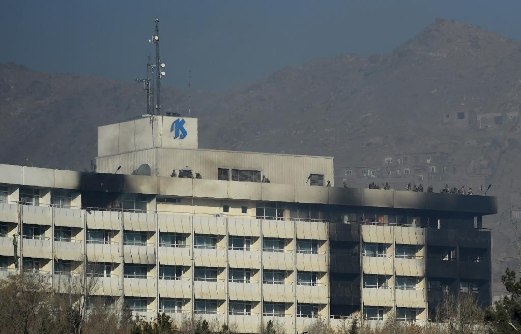Afghan security personnel took positions on the roof of the Intercontinental Hotel during the fight between gunmen and security forces (AFP Photo/WAKIL KOHSAR)