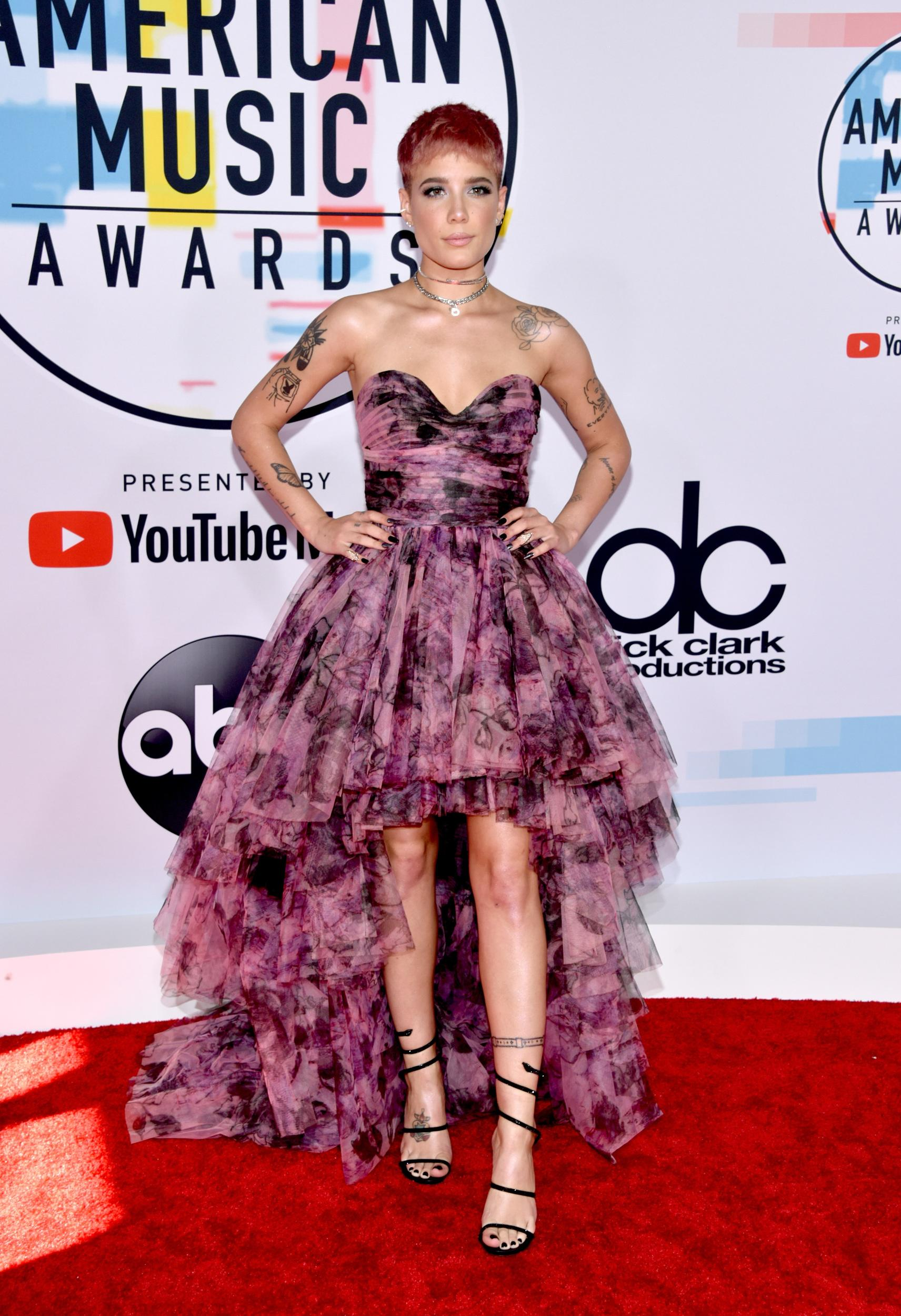 LOS ANGELES, CA - OCTOBER 09:  Halsey attends the 2018 American Music Awards at Microsoft Theater on October 9, 2018 in Los Angeles, California.  (Photo by John Shearer/Getty Images For dcp)